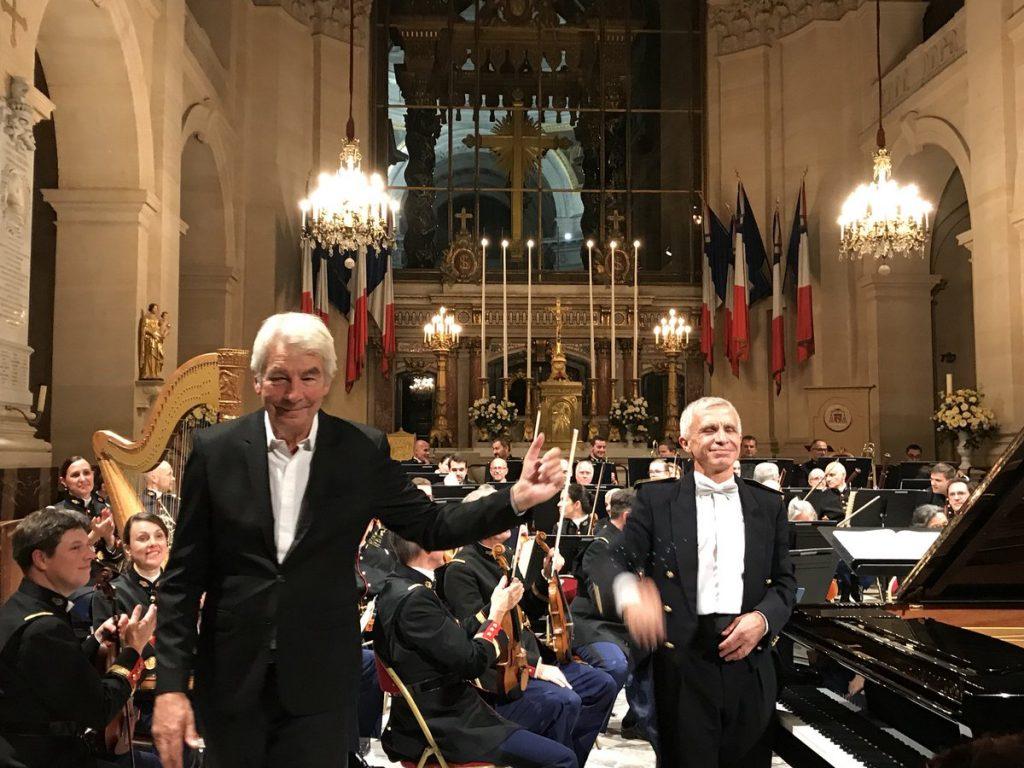 Collard et l'Orchestre symphonique de la Garde républicaine majestueux à la cathédrale Saint-Louis