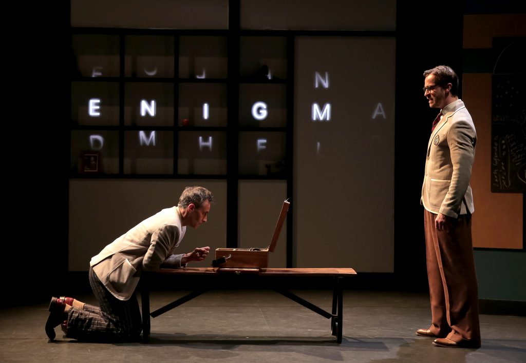 La Machine de Turing de et avec Benoit Solès , une vertueuse réhabilitation par le théâtre.