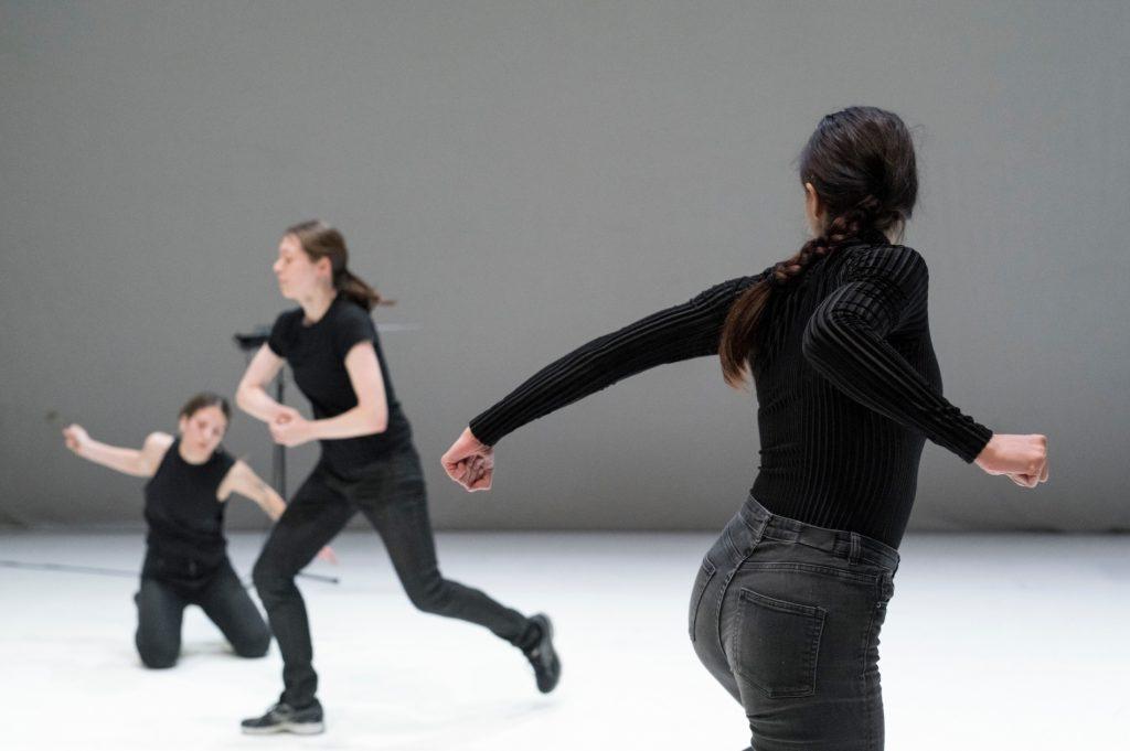 Dance concert, la pièce retro-electro-acoustique d'Ola Maciejewska au Festival d'Automne