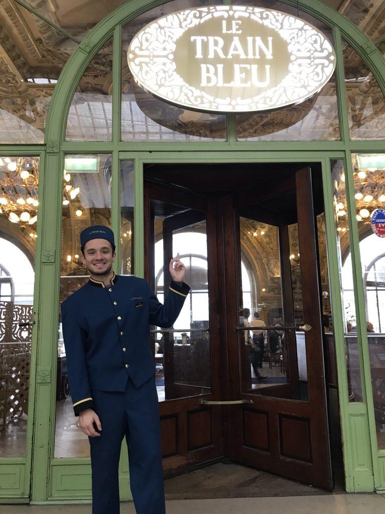 Le Voyage commence au buffet avec la Carte du Train Bleu revisitée par la Maison Rostang