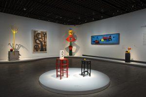 Vue de l'exposition Miró (4) scénographie Atelier Maciej Fiszer © Rmn-Grand Palais / Photo Didier Plowy