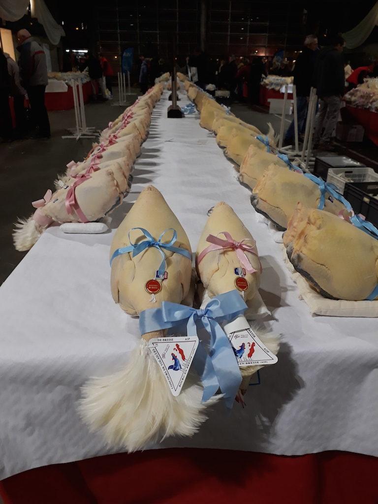 Acheter son chapon en Bresse,  à la fête des poules heureuses