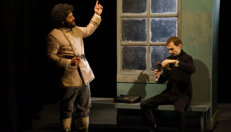 Au Mois Molière et avant Avignon OFF,  Le Double de Dostoievski par Ronan Rivière  est un fight club slave.