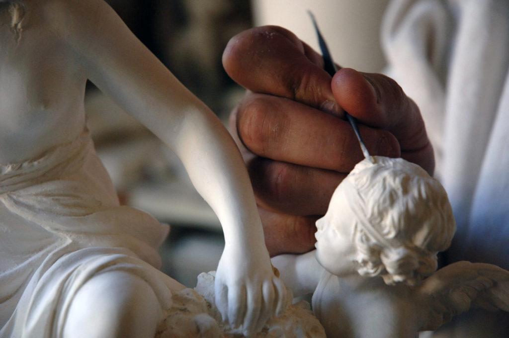 Romane Sarfati : «Sèvres, c'est à la fois une Manufacture toujours en activité depuis le XVIIIe siècle et un Musée dédié à toutes les céramiques»