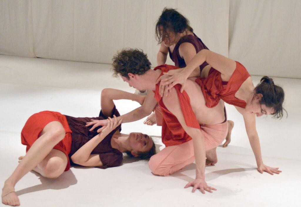 Skinned de Mirjam Gurtner aux TANZTAGE BERLIN 2019