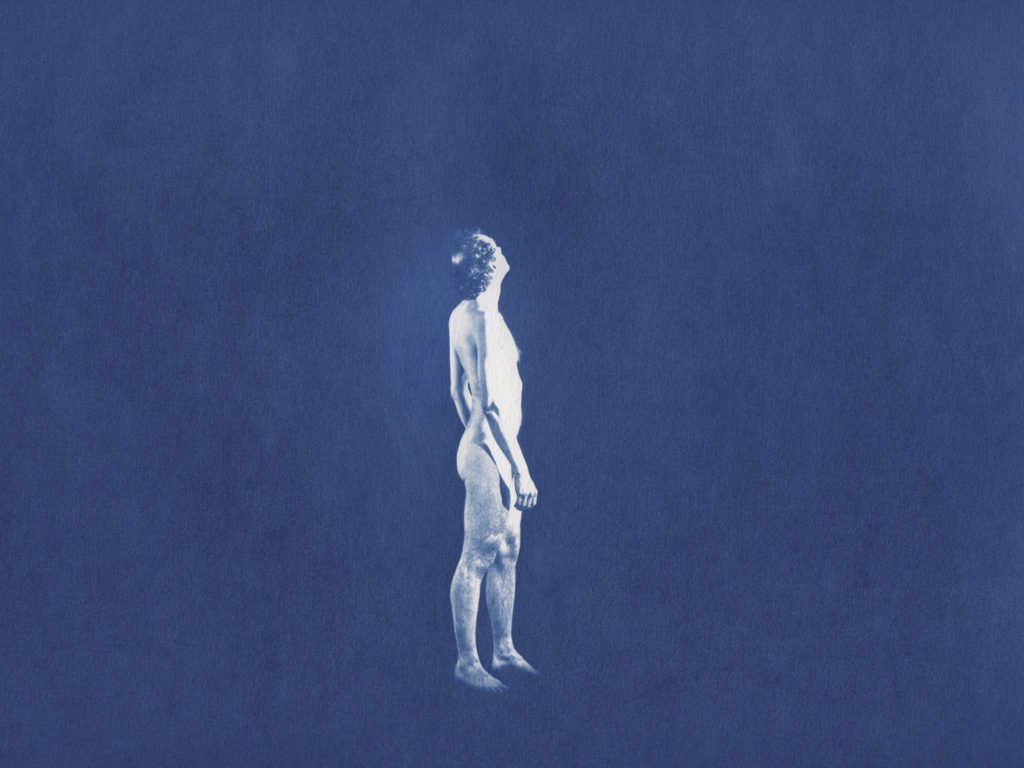 Avec Imposture posthume, Joël Maillard nous offre un obscur et drolatique éclatement temporel qui donne le vertige