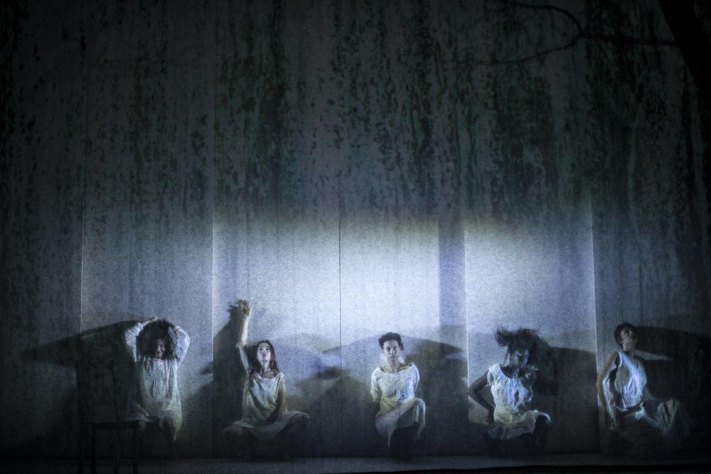 Des Sorcières de Salem sombres et autoritaires par Demarcy-Motta au Théâtre de La Ville