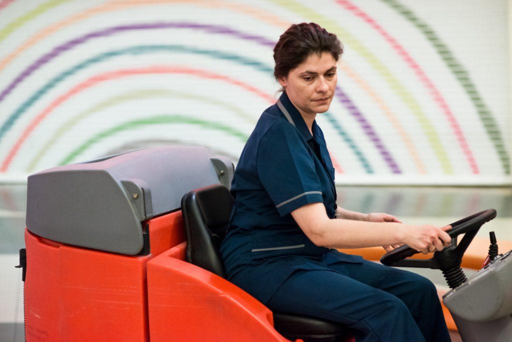 « Poser pleins de questions sans donner forcément des réponses » : Nikos Labôt et Marisha Triantafyllidou nous parlent du film grec « Her job »