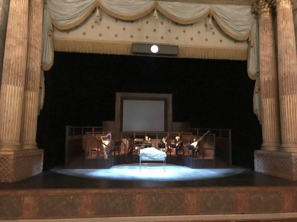 Un retour d'Ulysse dense et charnel par William Kentridge et le Ricercar Consort à l'Opéra Royal de Versailles
