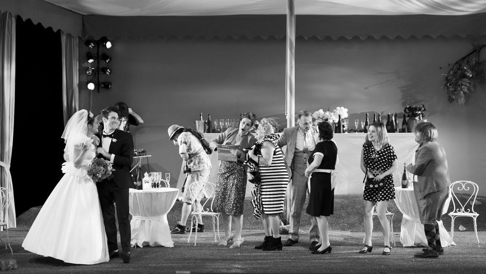 A propos de la pièce « Le banquet », écrite et mise en scène par Mathilda MAY. Au Théâtre du Rond-Point.