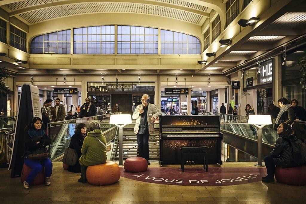 «FAKE» à la Gare de l'Est: rafraîchissant et un brin fou, comme il faut!