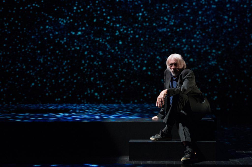 Petit éloge de la nuit avec Pierre Richard à La Scala de Paris, une messe laïque.
