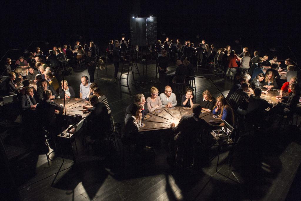 «£¥€$», Ontroerend Goed importe son tripot de la Banque Mondiale au Festival d'Avignon