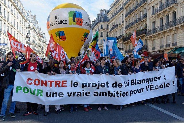 Enseignants grévistes: leur réponse à Emmanuel Macron