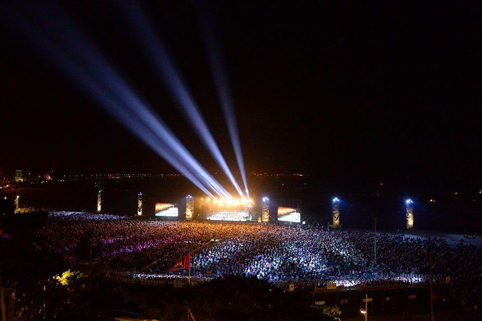 Un violon sur le sable: fête populaire de la musique classique taille XXL