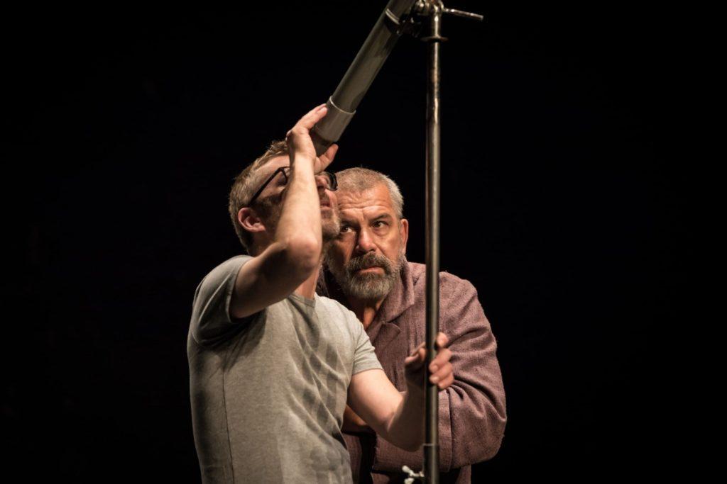 Dans La Vie de Galilée de Brecht à la Scala de Paris, Philippe Torreton dépasse son immense talent