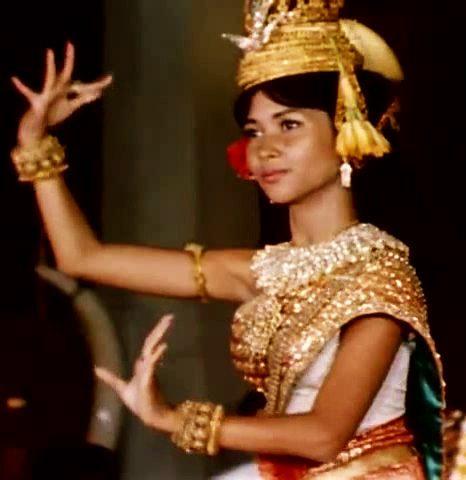 Mort de la princesse Bopha Devi, fille de Norodom Sihanouk, qui porta la résurrection du Ballet royal du Cambodge.