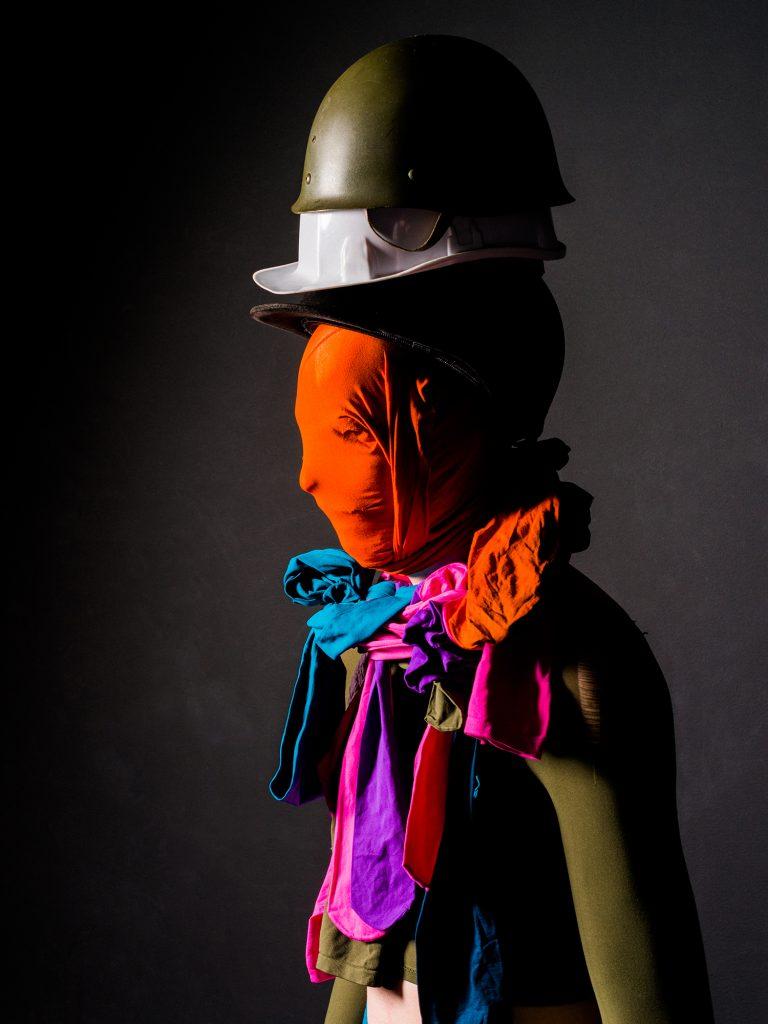 «Trottoir», les totems en mouvement de Volmir Cordeiro