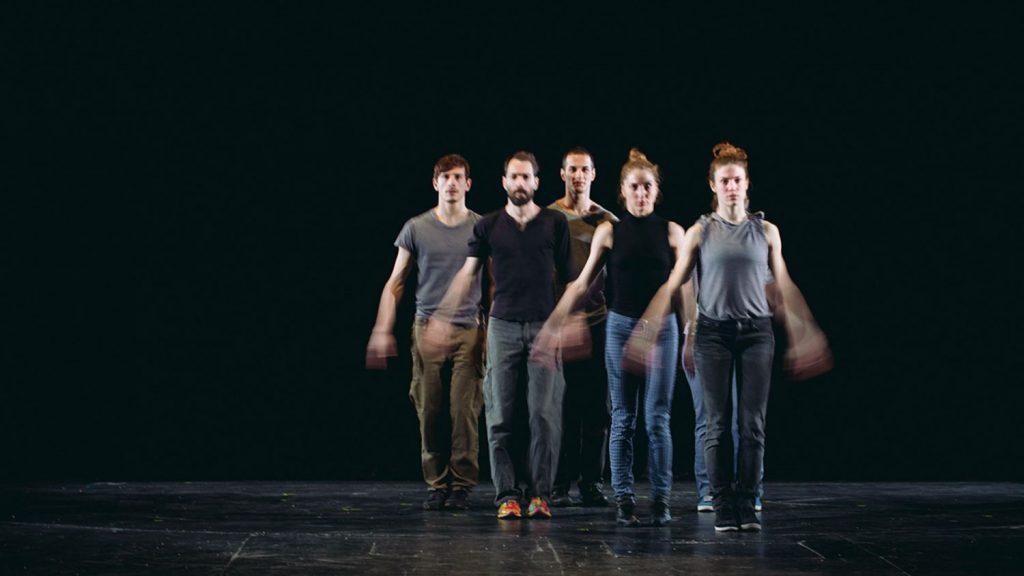 La danse sans amortisseur de Christos Papadopoulos fait trembler le Théâtre de la Ville