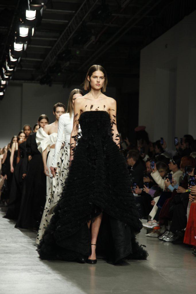 Kristina Fidelskaya souligne l'essence de la féminité entre nostalgie et modernité