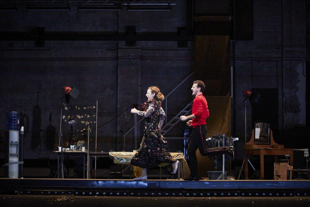 La Carpe et le Lapin, ou la rencontre sensible de deux êtres merveilleux, au Théâtre de la Porte Saint-Martin