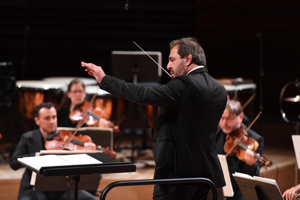Daniele Gatti dirige en live l'Orchestre National de France dans un programme Dutilleux et Honegger (11/06/2020)