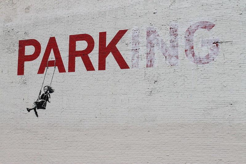 Le street artiste Bansky incite les usagers du métro à porter le masque