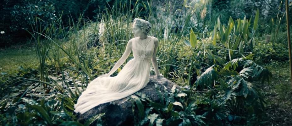 Maria Grazia Chiuri s'inspire du Théâtre de la Mode pour sa collection Haute Couture Online