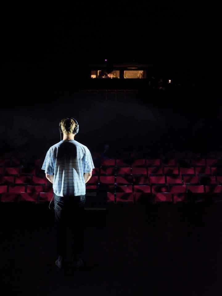 «Boîte noire», une contre-plongée vers l'amour du spectacle à Vidy