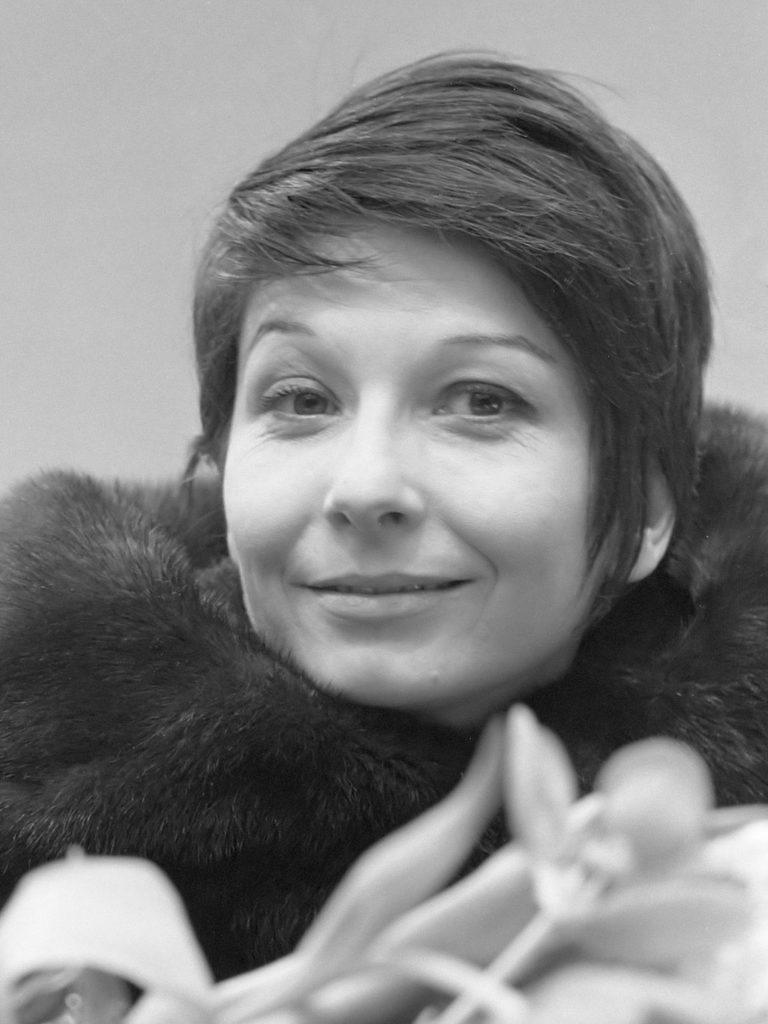 Décès de Zizi Jeanmaire, célèbre interprète de «Mon truc en plume»