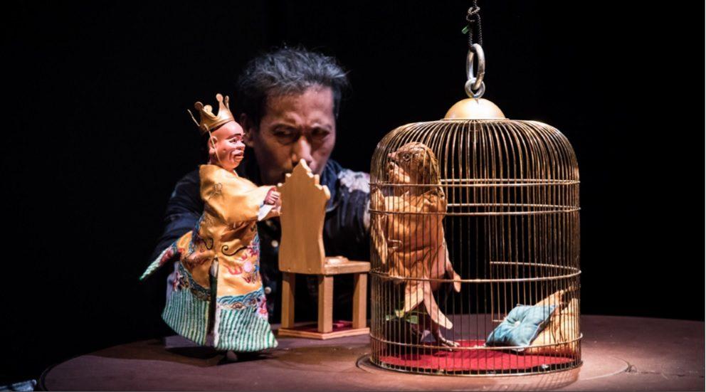 Le marionnettiste Yeung Faï revient aux Francophonies 2020 avec « Le Rossignol et l'Empereur », un conte drôle qui détourne l'univers d'Andersen