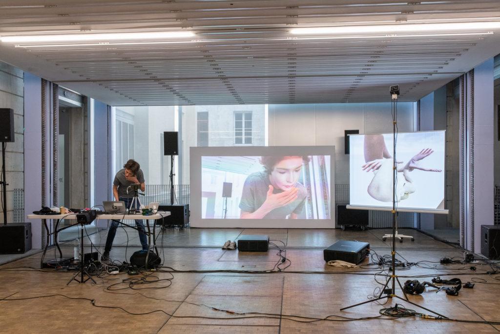 Simon Senn, «Be Arielle F», être virtuel