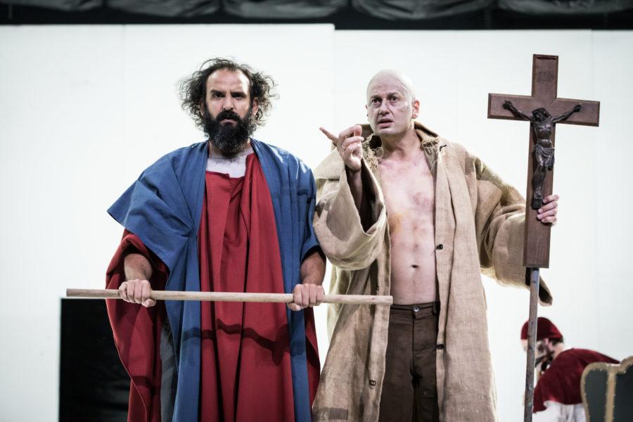 Le manifeste politique abracadabrant de Sylvain Creuzevault à l'Odeon, théâtre de l'Europe.