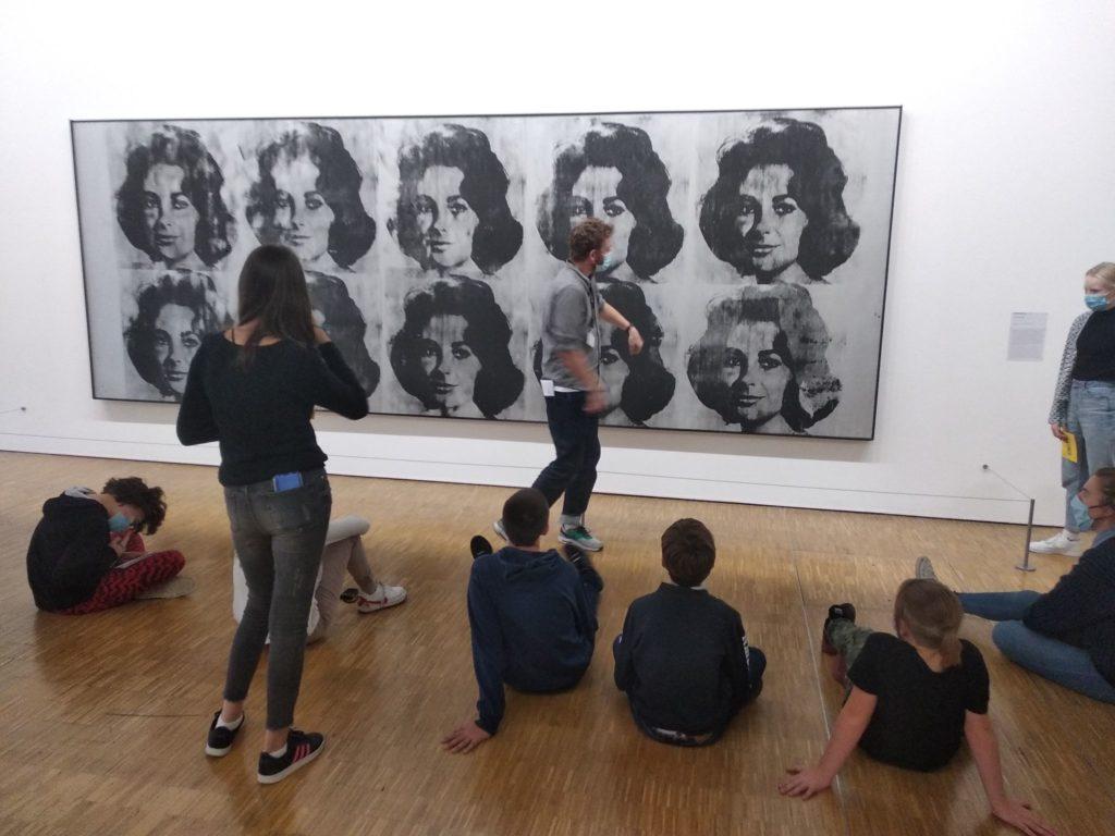 Le Studio Créa de l'Abbaye de Saint-Riquier transforme ses jeunes en commissaires d'exposition au Centre Pompidou