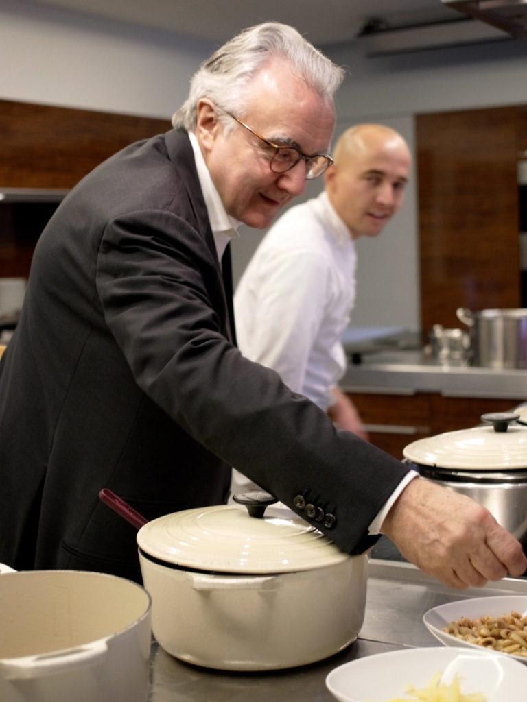 Le chef étoilé Alain Ducasse arrive sur Ubereats