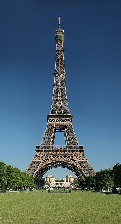 Un fragment d'escalier de la Tour Eiffel vendu à 274.000 euros