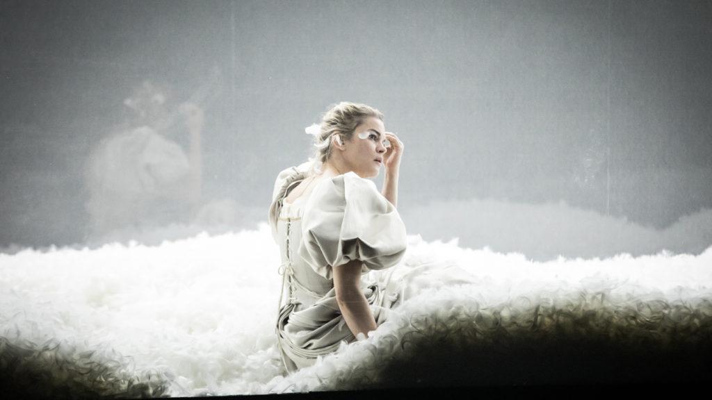 Dissection d'une chute de neige : Christophe Rauck met en scène l'anti-féérie suédoise de Sara Strisberg au Théâtre du Nord