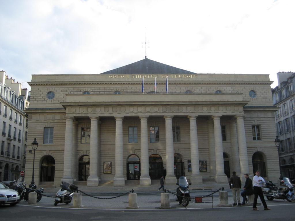 Les militants qui occupaient le théâtre de l'Odéon ont investi le 104