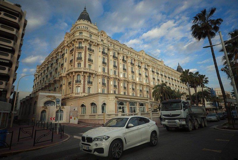 Les meubles du Carlton de Cannes vendus aux enchères