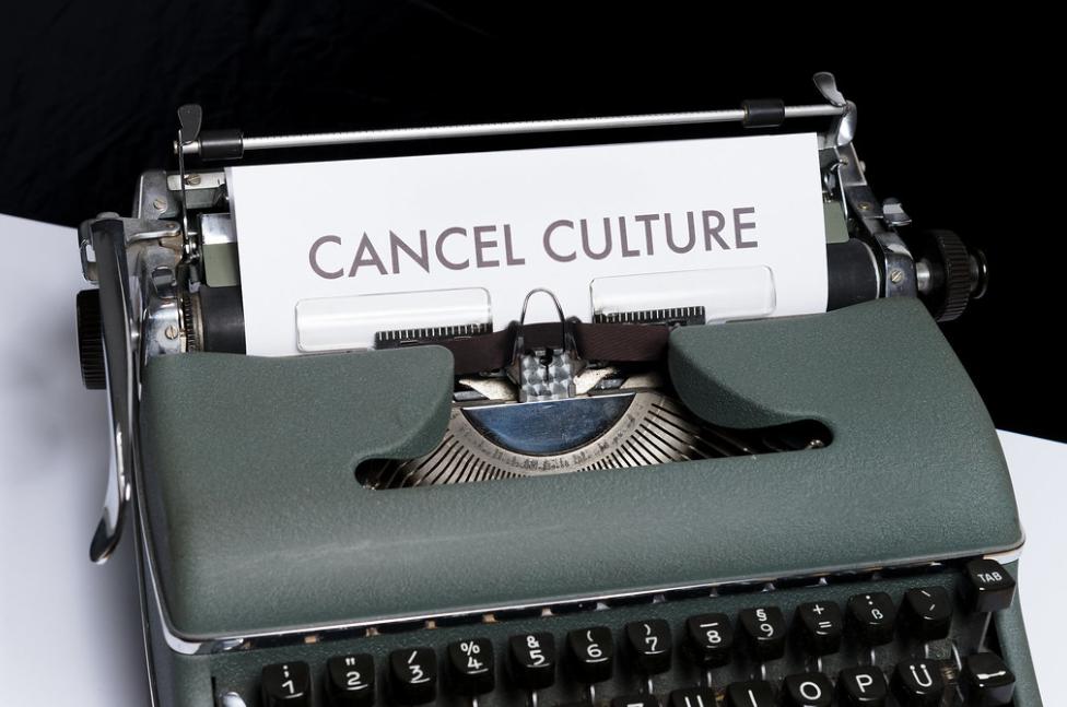 Blanche-Neige et le consentement: la cancel culture revisite-t-elle le conte ?
