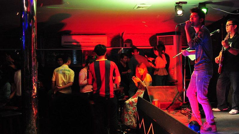 Les discothèques rouvrent le 9 juillet et les concerts debout le 30 juin!