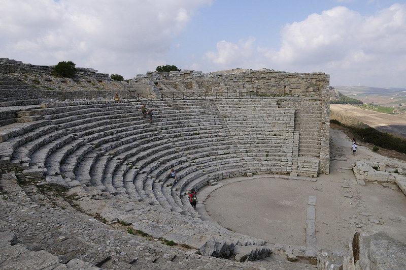 Découverte d'un monument de l'agora de Ségeste en Sicile