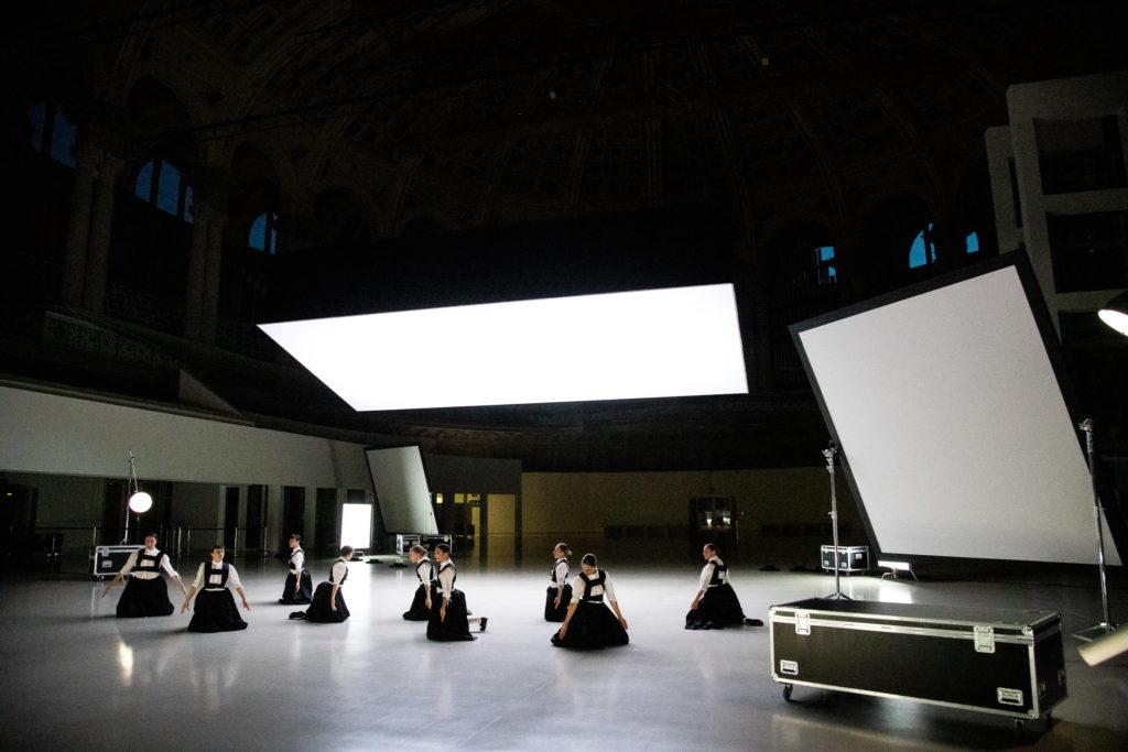 Sonoma, le clair-obscur surréaliste de Marcos Morau au Festival d'Avignon