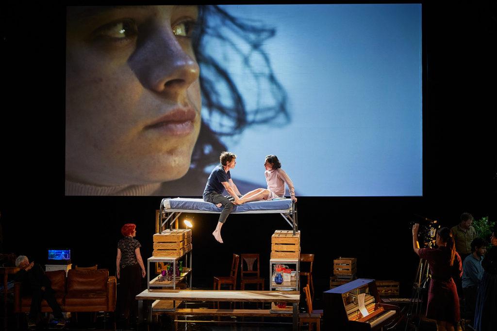 Entre chiens et loups, Christiane Jatahy nous plonge dans la meute au Festival d'Avignon
