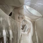 cabane avec de la matière tissées - installation d'art