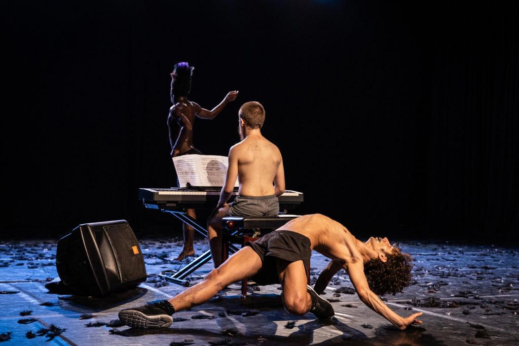 KFDA #21 – grrRoUNd /Marcela Levi & Lucía Russo : Terrains de danse
