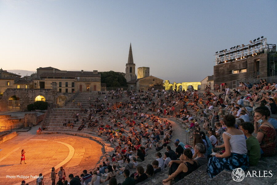 Arles : Maud Calmé, directrice artistique, nous parle du Festival Phare