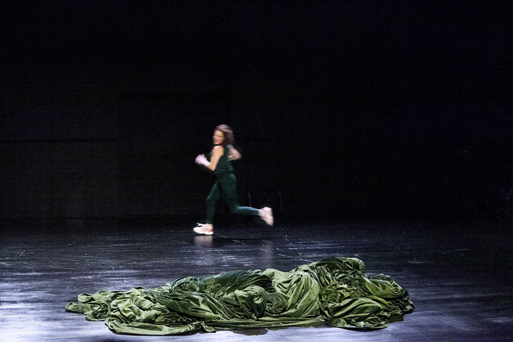 Julia Perazzini porte ses morts à Actoral