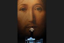 Roméo Castellucci affronte la vacuité humaine dans «Sur le concept du visage du fils de Dieu»