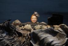 Catherine Frot magistrale dans Oh les beaux jours de Samuel Beckett au Théâtre de la Madeleine